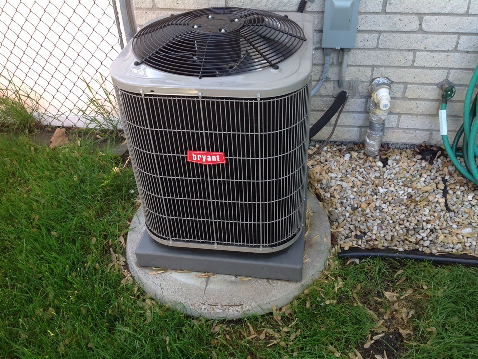 Utica, MI - Maintenance on a residential air conditioner in Shelby township.