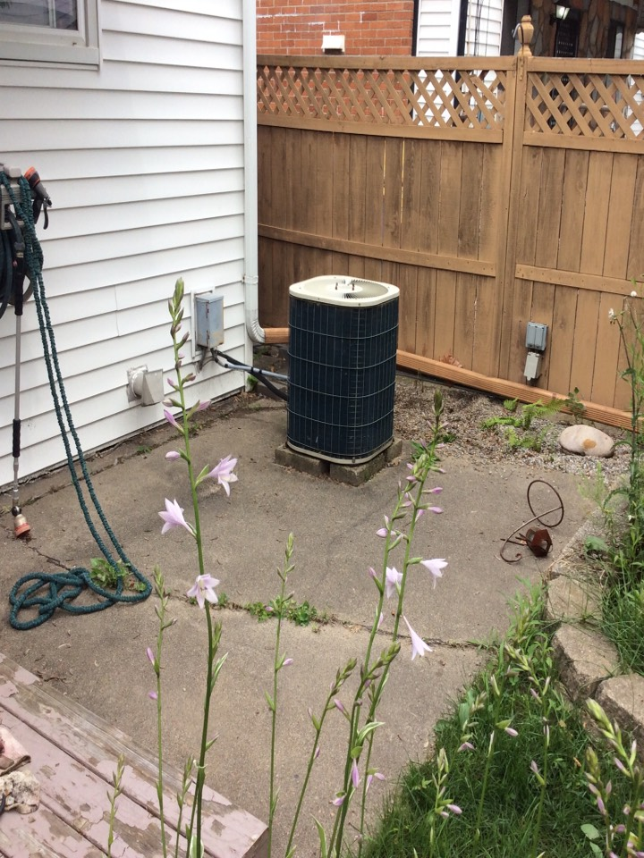 Madison Heights, MI - Replaced a OEM condenser fan motor on a Bryant AC.
