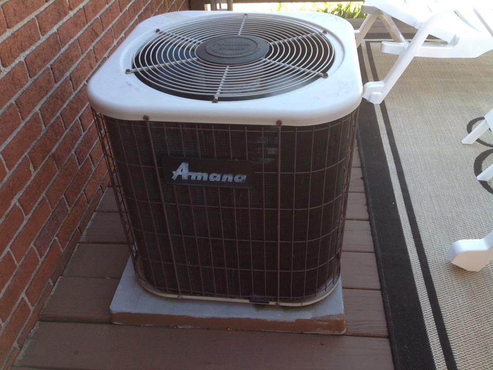 Eastpointe, MI - Service on a residential amana air conditioner in east point.