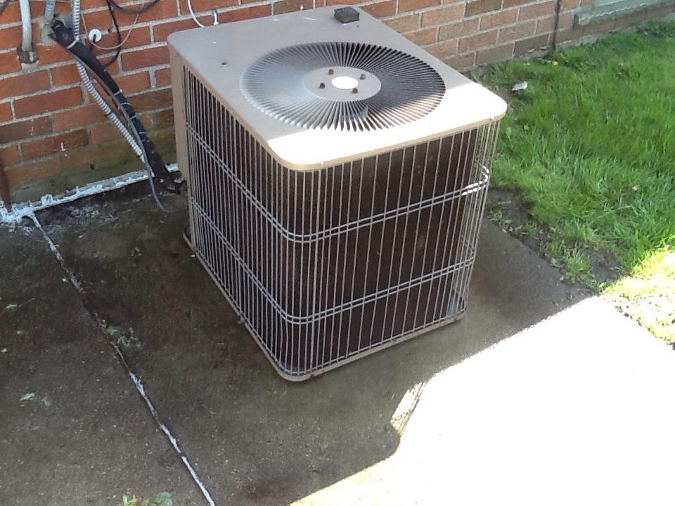 Auburn Hills, MI - A/c not cooling