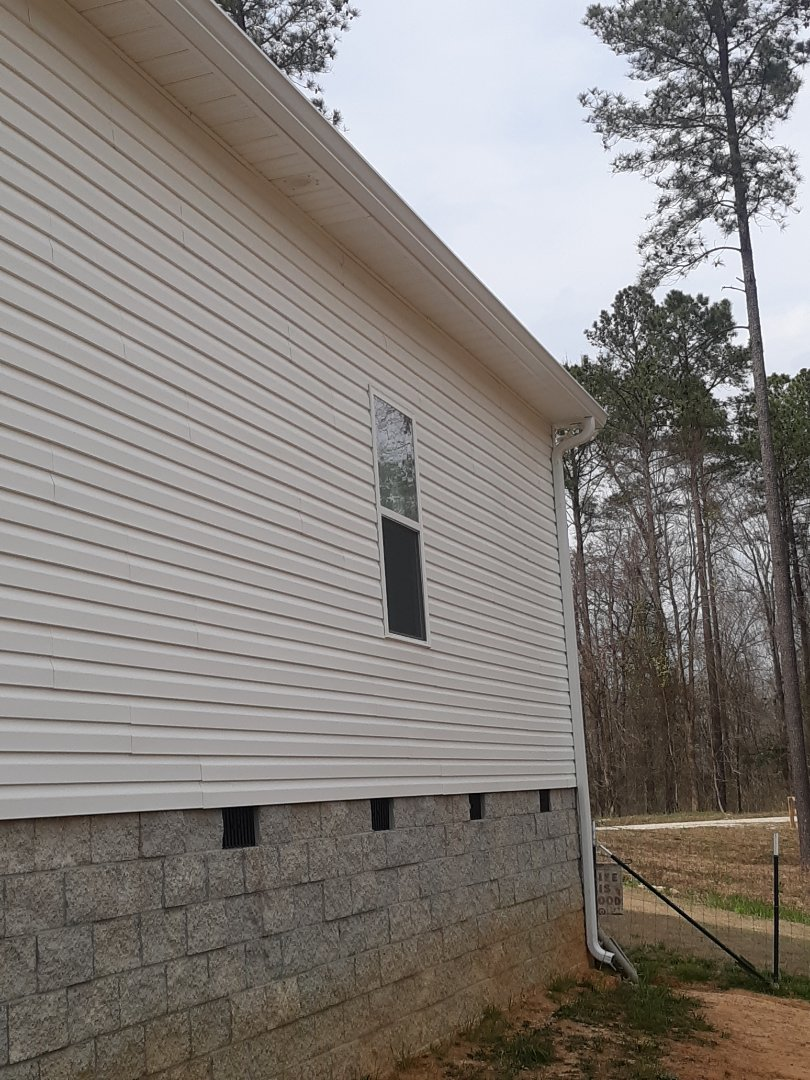 Edgefield, SC - South Point Roofing and Construction is installing 6 inch white seamless gutter in Edgefield, SC.