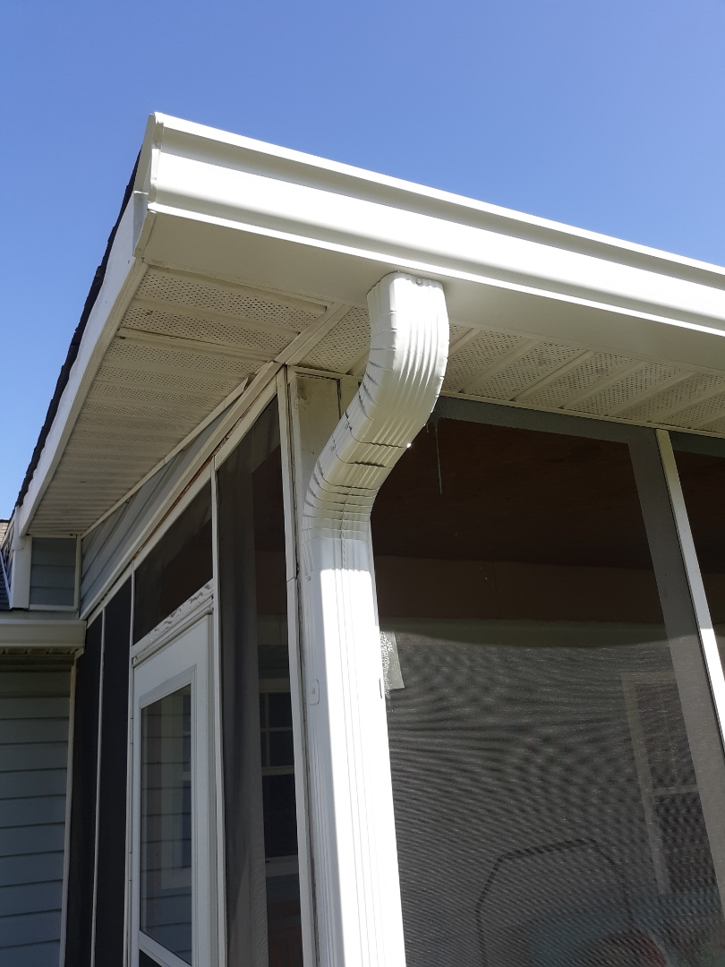 Johnston, SC - South Point Roofing and Construction is installing 6 inch white seamless gutters in Johnston, SC.