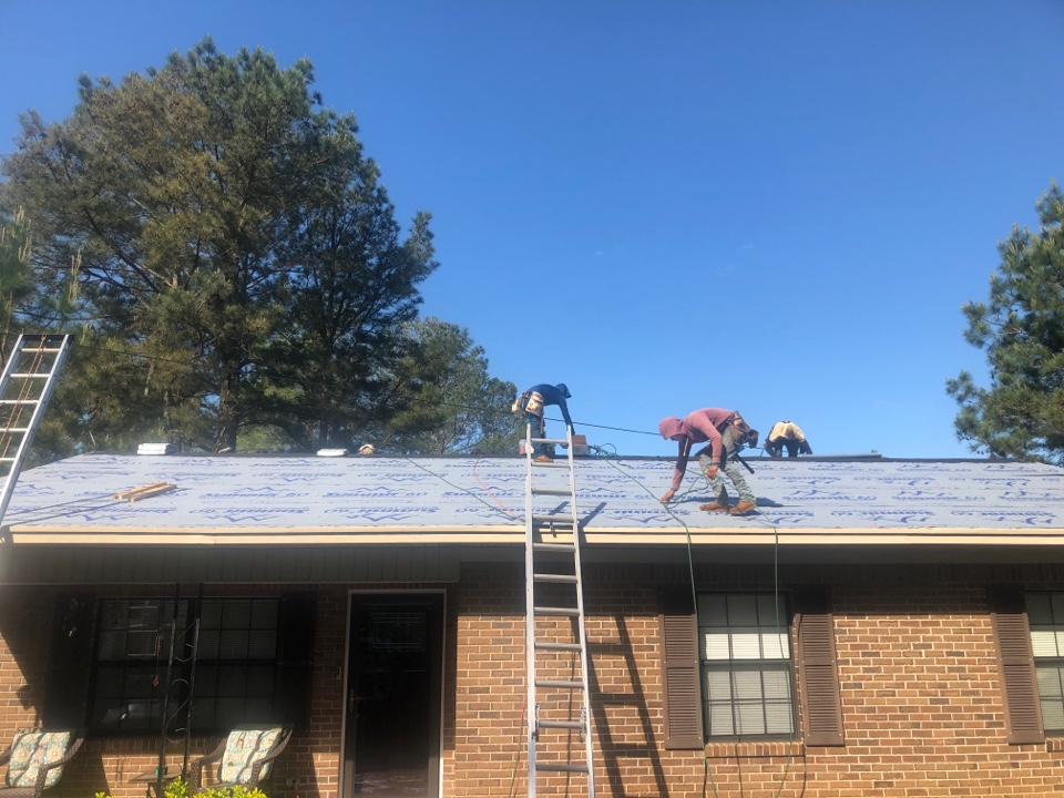 Edgefield, SC - Residential roof replacement in Edgefield SC by South Point Roofing & Construction, Inc. Using Atlas Pinnacle Pristine architectural shingles with Scotchgard by 3M