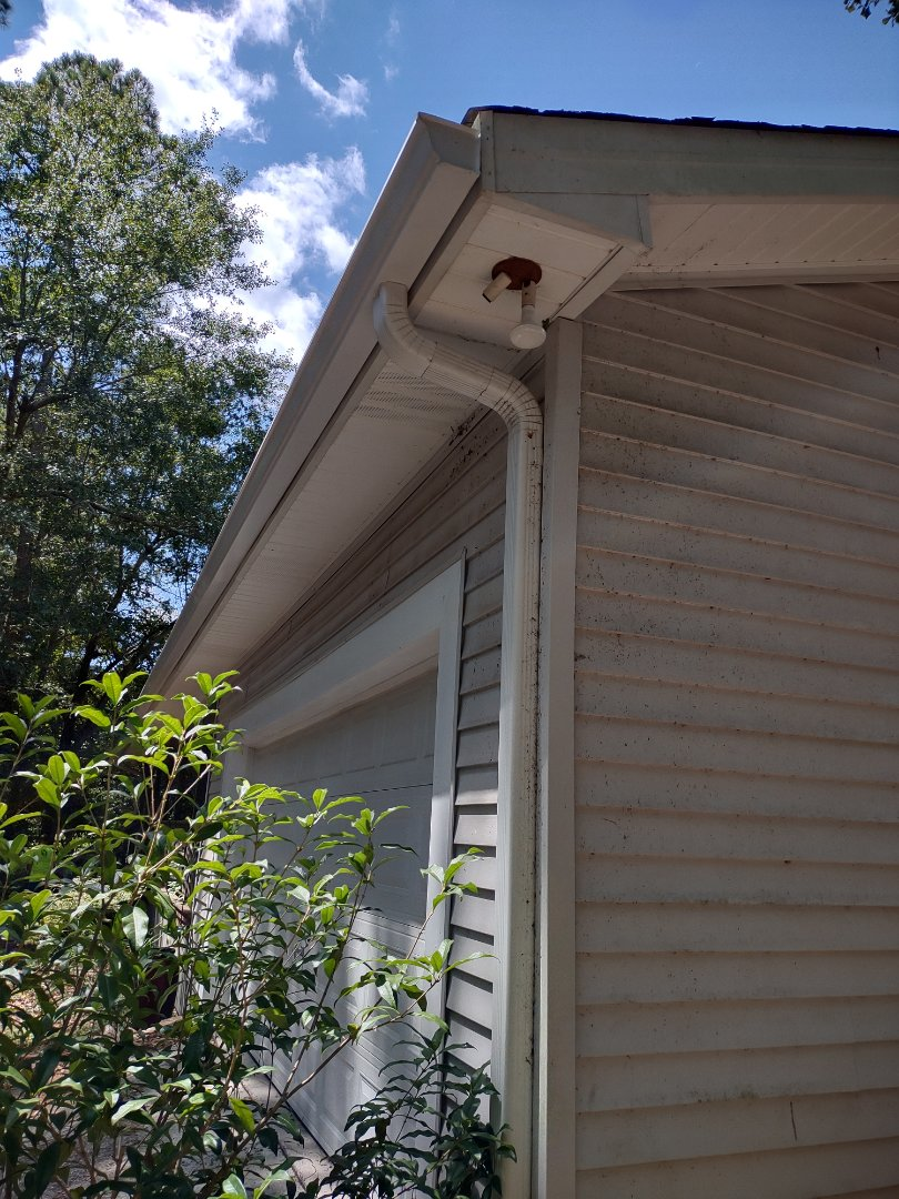 North Augusta, SC - South Point Roofing and Construction is installing 6 inch white seamless gutter in North Augusta, SC.