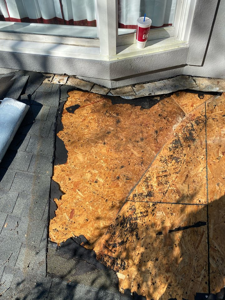 Aiken, SC - South Point Roofing and Construction repairing roof leak in valley on home in Aiken SC