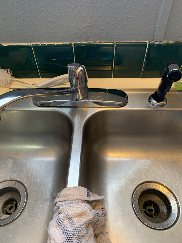 Crowley, TX - Kitchen sink repair in Crowley.