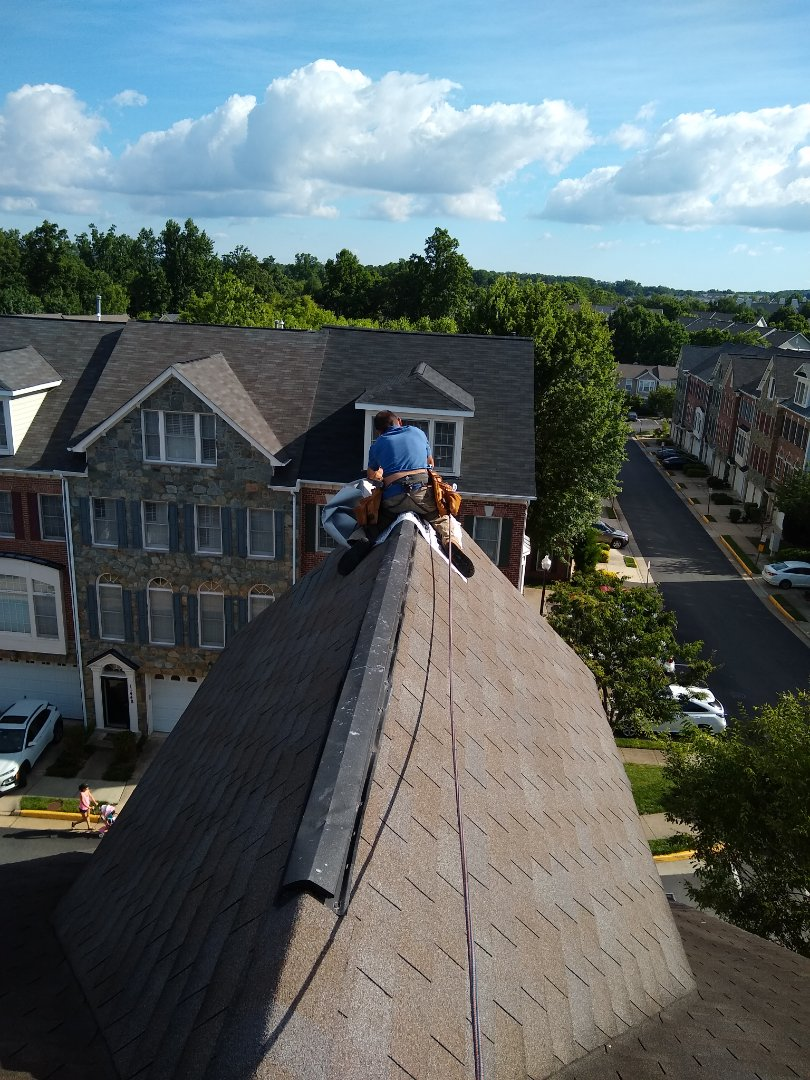 Fairfax, VA - Fairfax, VA - Performing a tarping job to temporary fix a leak! #HillRoofing #FairfaxCounty #VARoofer #AffordableRoofingCompanyNearMe #LocalRoofers #RoofMaintenanceCompany #RoofingCompanyNearMe #RoofingCompany #RoofingNorthernVA #RoofingFairfaxVA #RoofingArlingtonVA #RoofingCentrevilleVA #Roofing #ContractorVirginia #ManassasRoofingContractor #CommercialRoofing #NorthernVirginiaRoofer #RoofReplacement