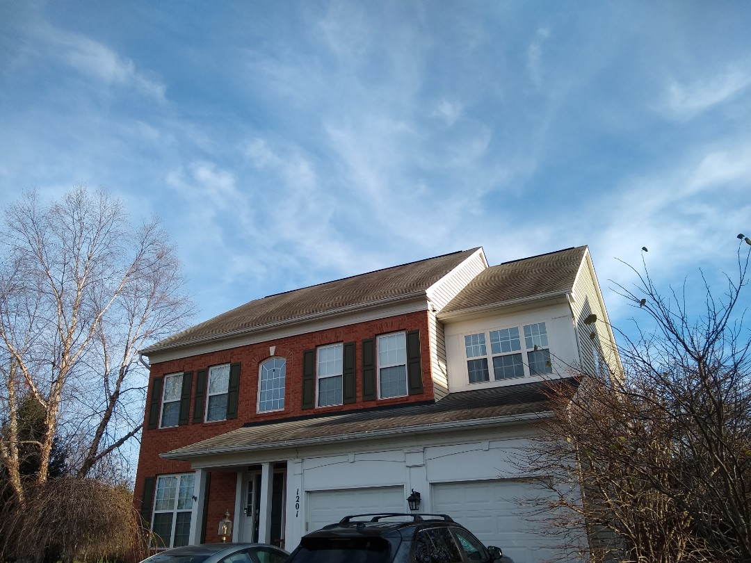 Leesburg, VA - At Hill roofing we greatly appreciate being referred by neighbors that we have done work for. We are in Leesburg, VA providing an estimate for a full roof replacement.