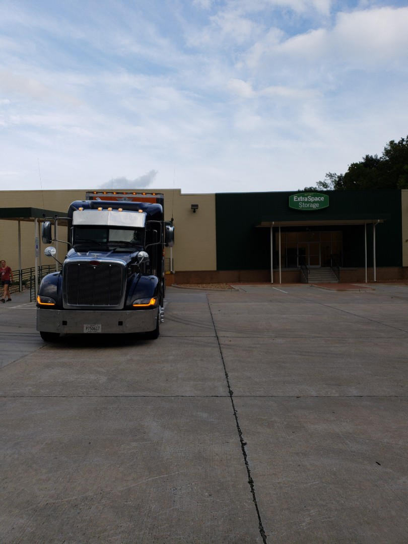 Charlotte, NC - Unloading customer into 2 different locations. House and self storage facility.