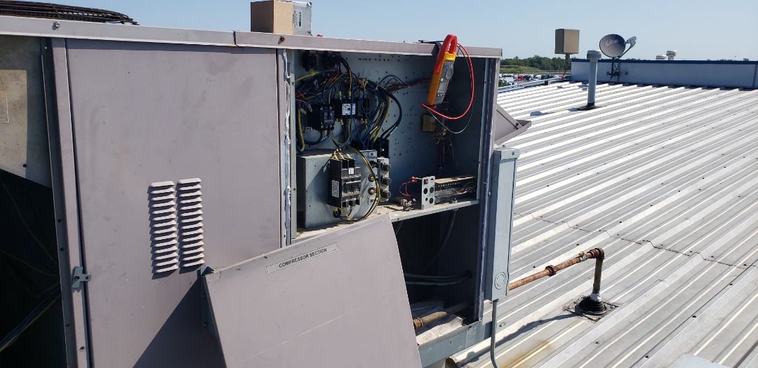 Kellyville, OK - Service call in Kellyville on Carrier package unit,  bad contactor.