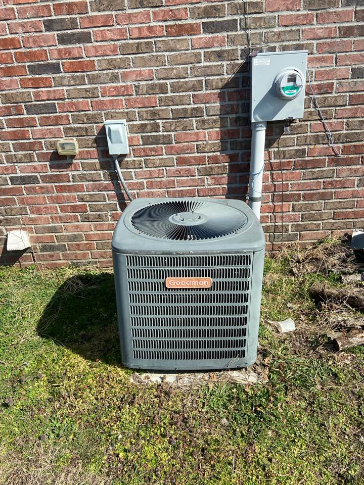 Finishing a preventative maintenance on a Goodman condenser unit in Mounds Oklahoma