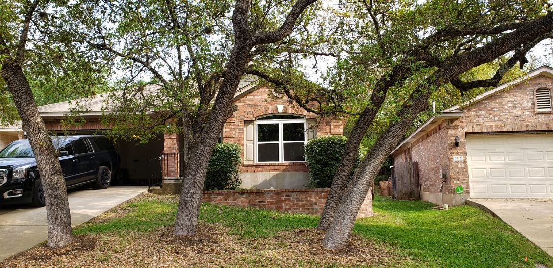 Austin, TX - All finished on this beautiful Windows transformation. Got rid of the old original outdated aluminum Windows and installed new Alside Mezzo very energy efficient vinyl Windows.!