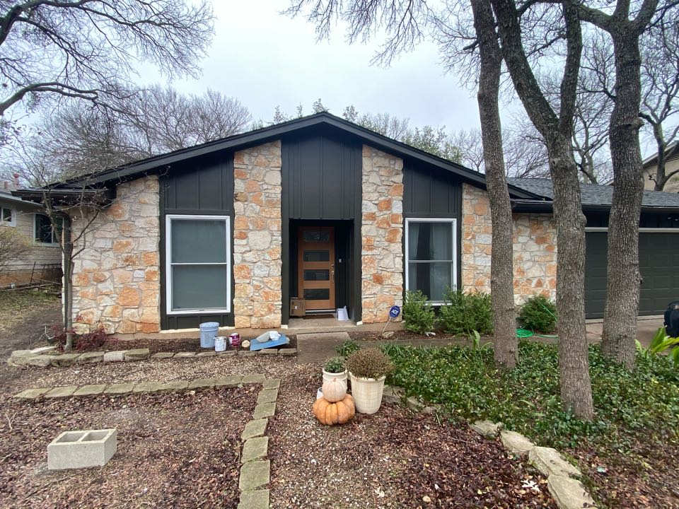 Austin, TX - Just replaced all of the siding on this beautiful one story house, it looks great!