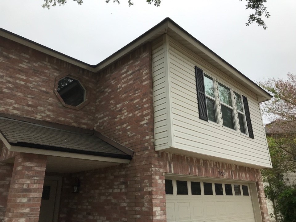 Pflugerville, TX - Estimating new siding and gutters in Pflugerville.