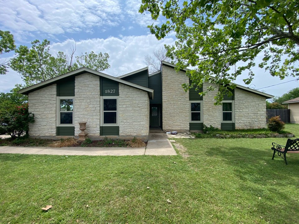 Leander, TX - Just replaced all of the siding on this beautiful one story house, looks great!