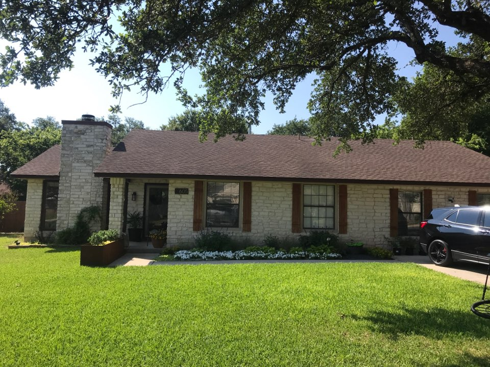 Leander, TX - Giving a free Inspection on shingle roof. Looking for hail damage.
