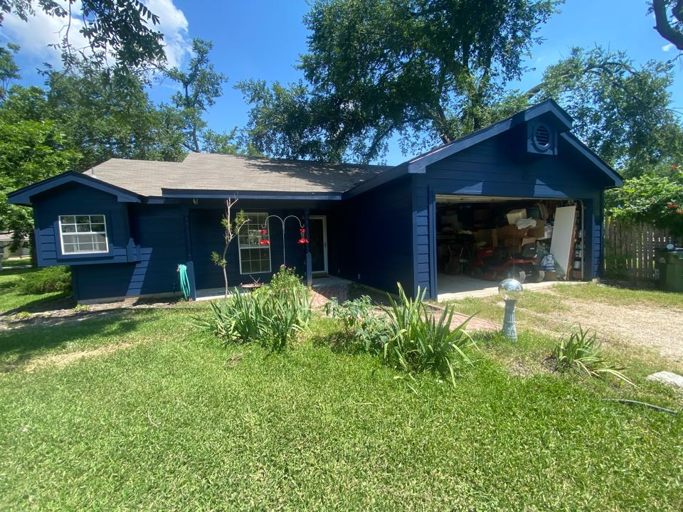 Holland, TX - Just replaced all of the siding on this beautiful one story house, looks great!