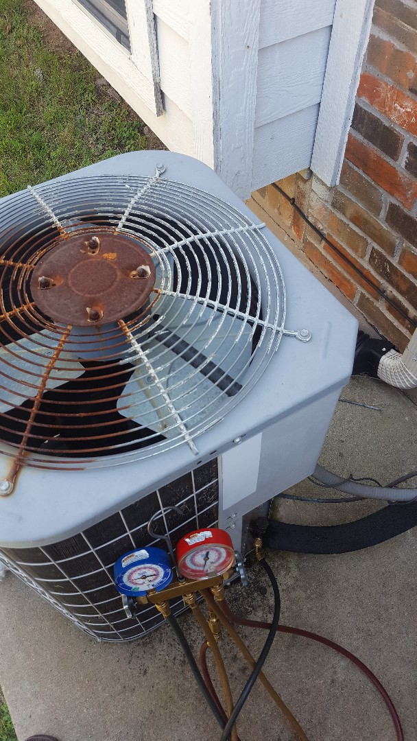 Frisco, TX - Tune up on Carrier Air conditioning