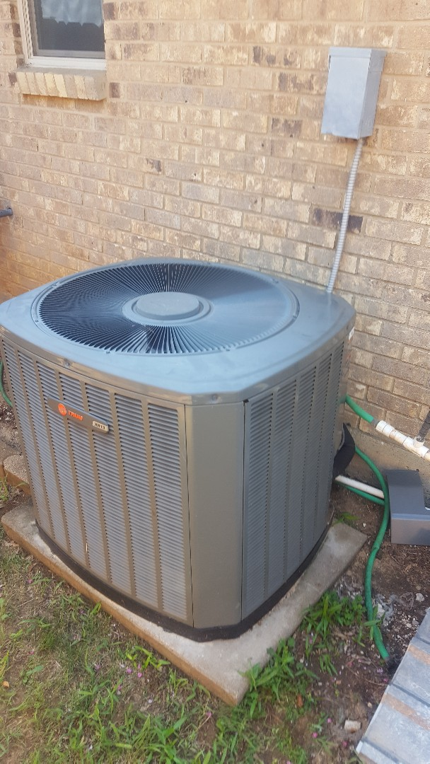 Lewisville, TX - Tune up on Trane Air conditioning