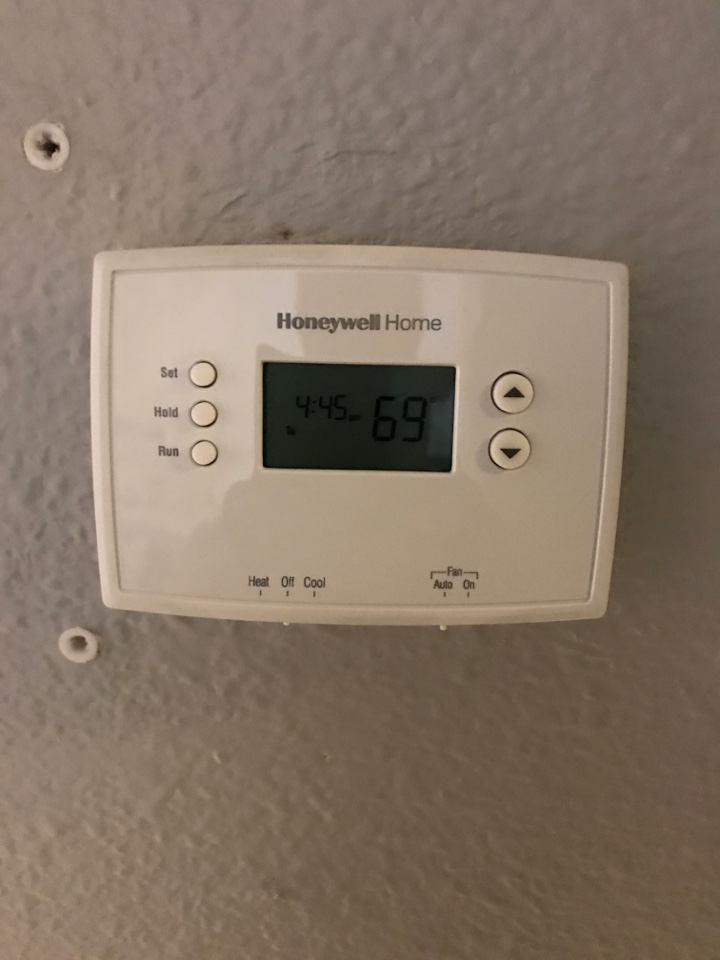 Phoenix, AZ - Failed thermostat on Honeywell thermostat in Camelback Ranch in Phoenix.