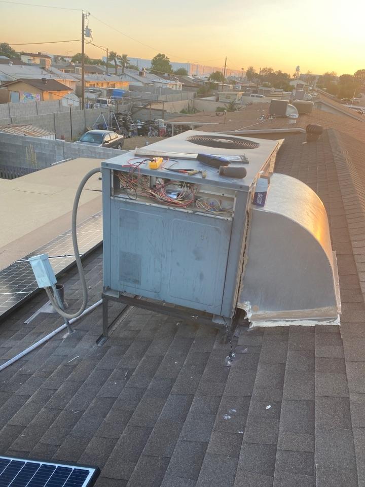 Avondale, AZ - Working on a Goodman package unit
