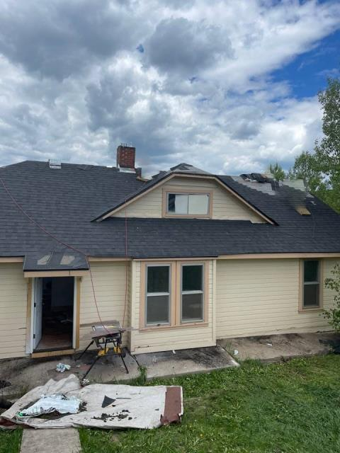 Oak Creek, CO - Out here in oak creek helping out one of our business partners instal a roof! We tore off 3 layers, we are installing one layer of Atlas Pinnacle Pristine!