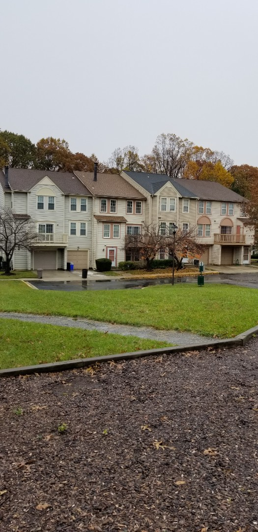 Burtonsville, MD - We work on all size projects for all you roofing needs.