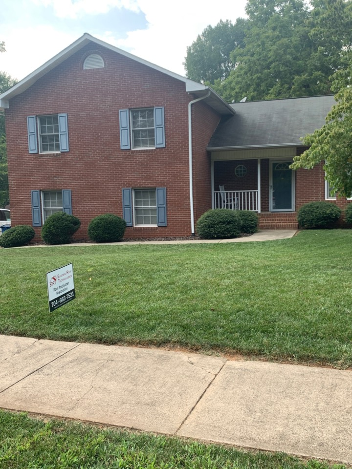 Statesville, NC - These homeowners are winners! They made a great choice going with ERT! Insurance approved roof and they going back with Certainteed Landmark Moire Black.
