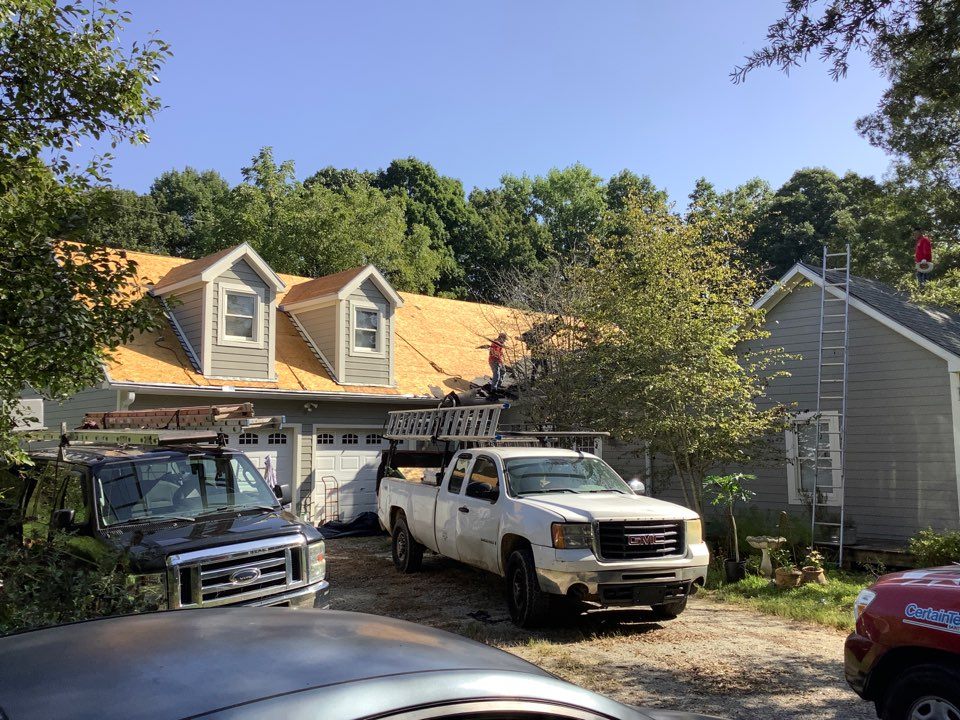 Mount Ulla, NC - Another awesome Monday at ERT. We are replacing a roof using Landmark Georgetown Gray.