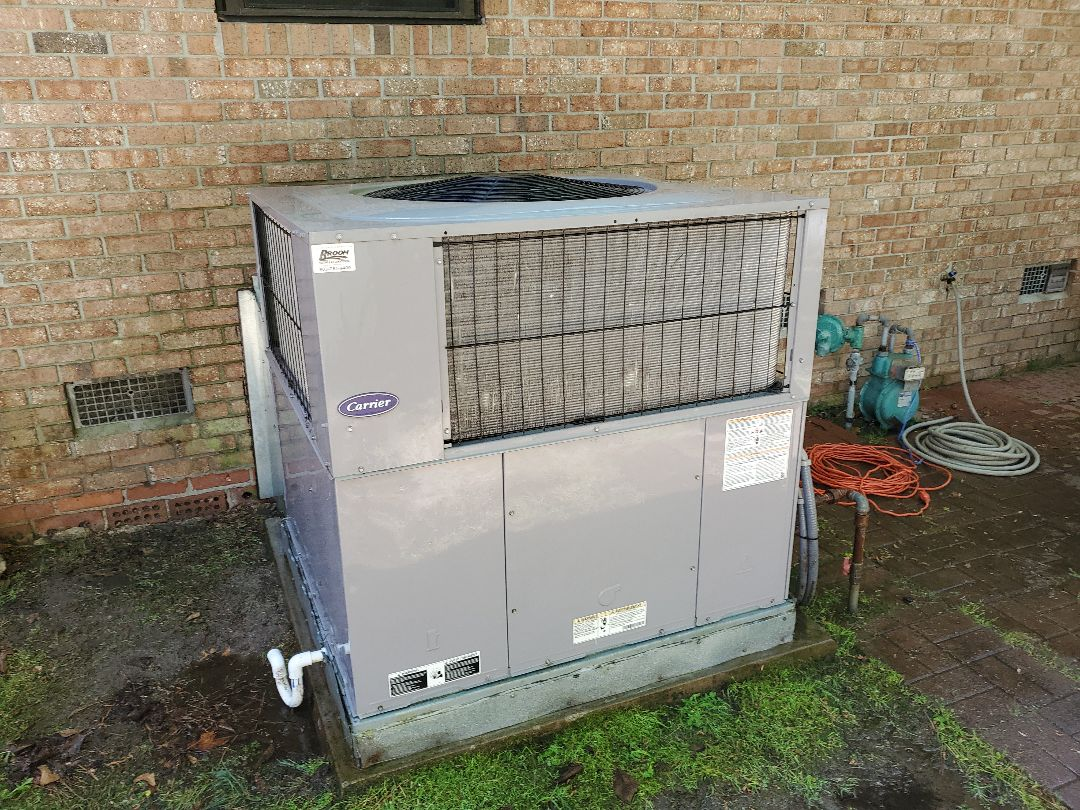 West Columbia, SC - Carrier gas pack, maintenance inspection