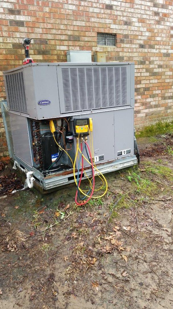 Hopkins, SC - Maintenance on package unit