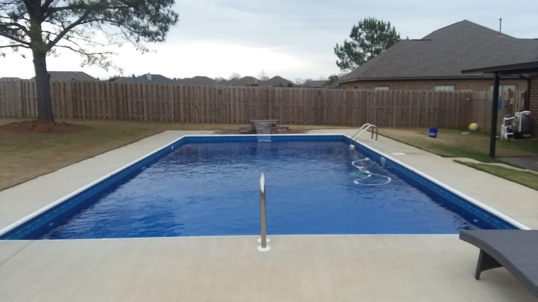 Wetumpka, AL - Swimming pool dealer, new swimming pool construction and liner replacements.