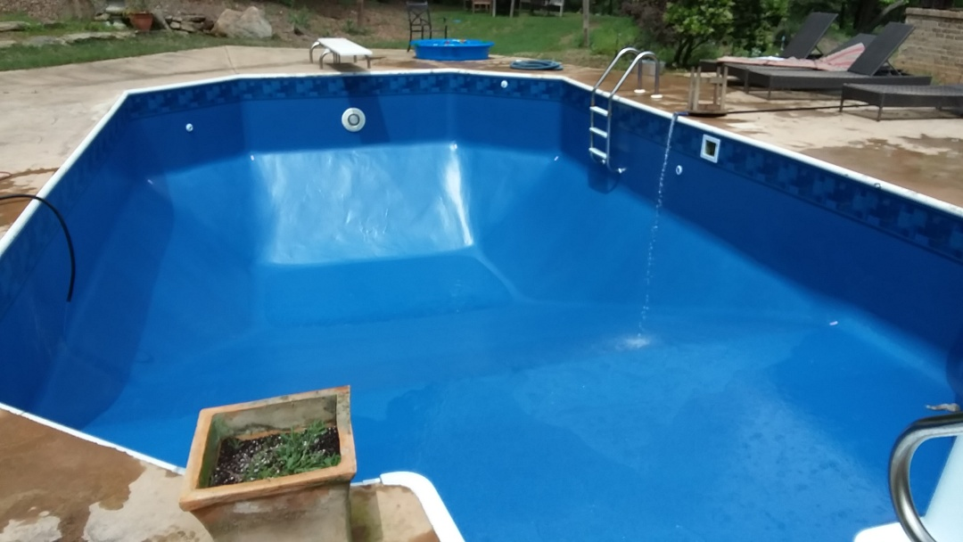 Auburn, AL - New swimming pool dealer and new swimming pool liner replacements.