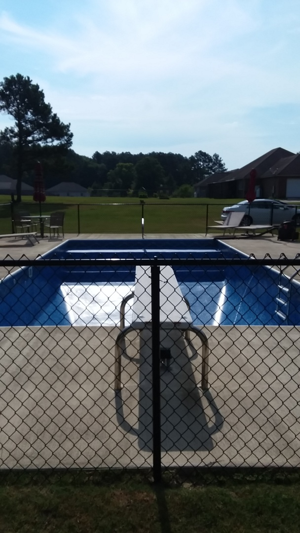Tallassee, AL - New swimming pool dealer and new swimming pool construction.