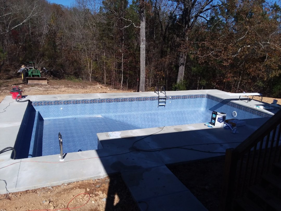 Clanton, AL - New swimming pool dealer and new swimming pool construction.