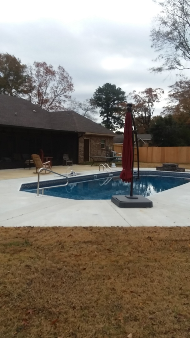 Coosada, AL - New swimming pool dealer and new swimming pool construction.