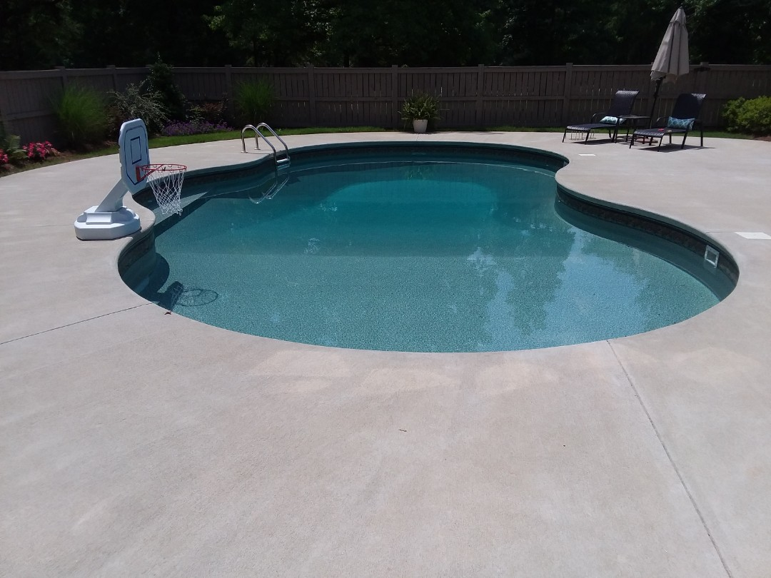 Tuscaloosa, AL - New swimming pool construction, installation and liner replacement.