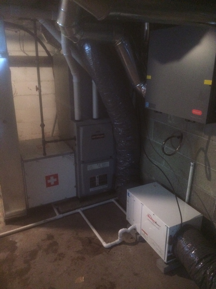 Nappanee, IN - New whole house dehumidifier and duct cleaning