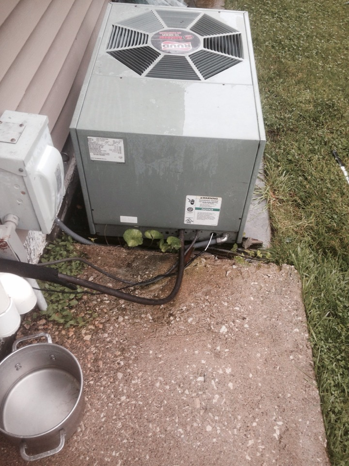 Sturgis, MI - Service call on Ruud air conditioner that's leaking harmful refrigerant