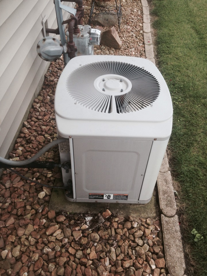 Granger, IN - Service call on carrier air conditioner.