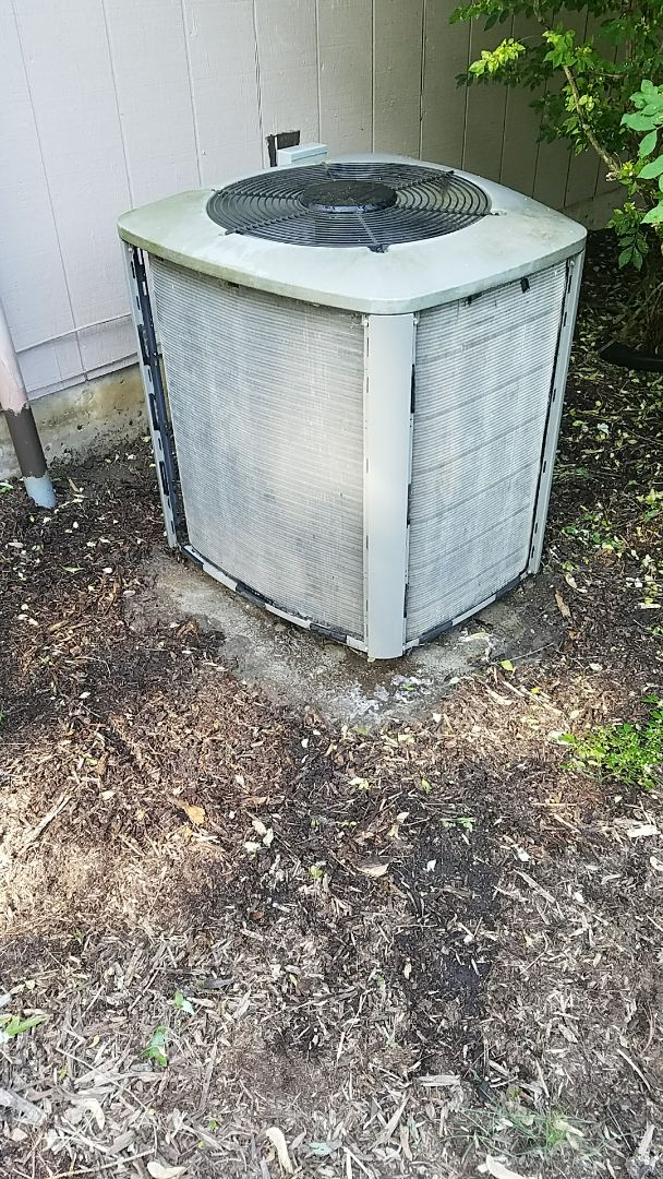 Elkhart, IN - Cleaned coil on Lennox condenser, happy maintenance policy holder