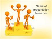 台座の上に受賞者 PowerPointプレゼンテーションのテンプレート