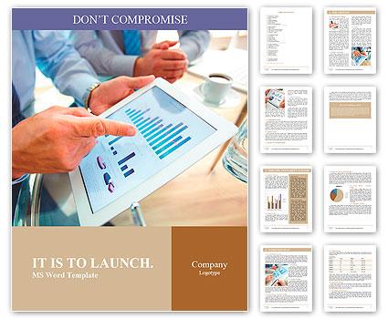 Современные люди, ведущие бизнес, графики и диаграммы, демонстрируется на экране сенсорной панели Словарные шаблоны