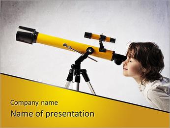 Petite fille à l'aide d'un télescope Modèles des présentations  PowerPoint