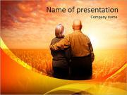 Starší pár obdivovat západ slunce PowerPoint šablony
