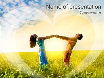Dulce pareja en el campo Plantillas de Presentaciones PowerPoint