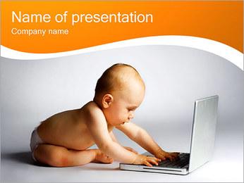 Bébé avec ordinateur portable Modèles des présentations  PowerPoint