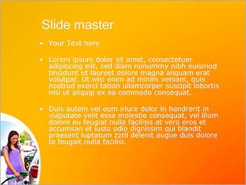 Femme à la station essence Modèles des présentations  PowerPoint - Diapositives 2