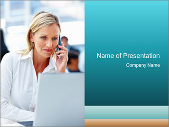 Woman Making Call I pattern delle presentazioni del PowerPoint