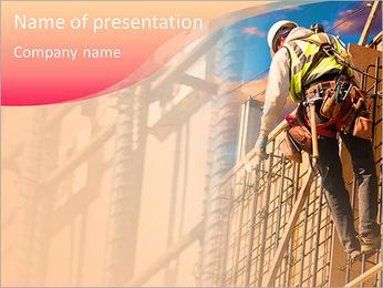 Trabalhador da construção a uma altura Modelos de apresentações PowerPoint - Slide 1